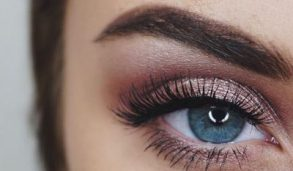 How To Apply Eye Makeup Easy Steps