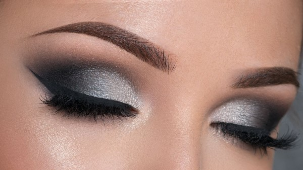 How To Apply Black Eyeshadow For Beginners