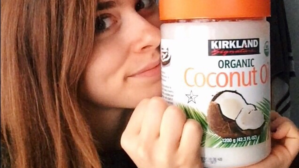 remove makeup with coconut oil