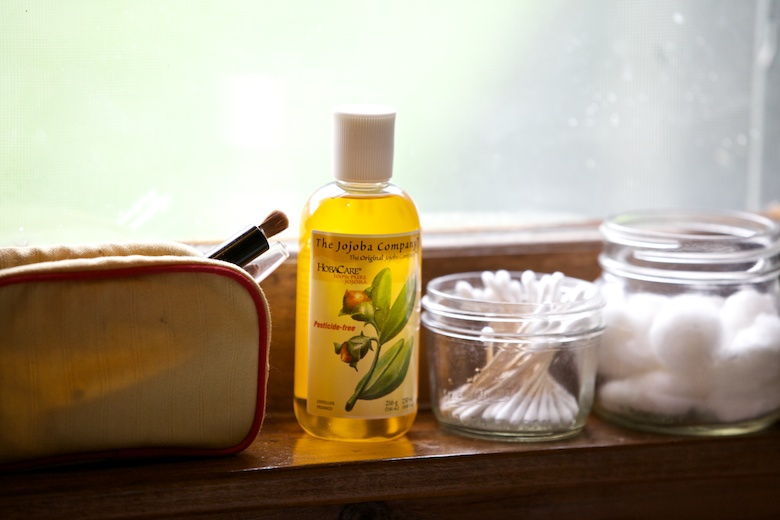 remove makeup with water and jojoba oil