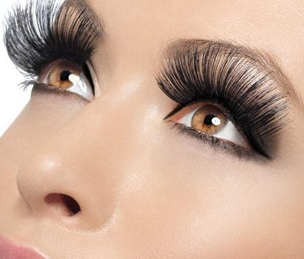 How-To-Apply-False-Eyelashes